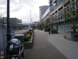 新杉田駅前